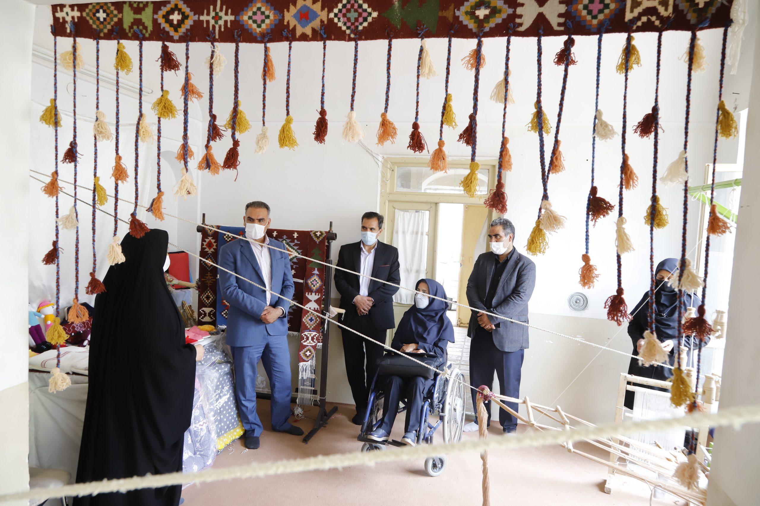 بازدید شهردار بیرجند از کارگاههای تولید واشتغال زنان سرپرست خانوار